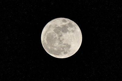 2011320-supermoon_stars