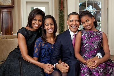 800px-Barack_Obama_family_portrait_2011