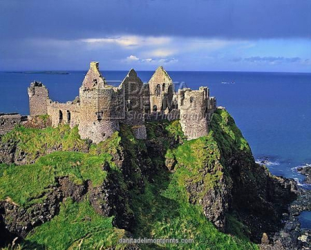 Northern-ireland-county-antrim-dunluce-castle-5781697